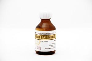 Вазелиновое масло: применение при запорах у взрослых и детей